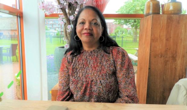 Schrijfster Indra Suhani uit Leidschenveen: 'Lezen maakt gelukkig'
