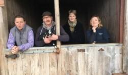 Vier van de zeven Wooldse voedselproducenten die meewerken aan de voorstellingen van Ons Genoegen. Foto: Sander Damen