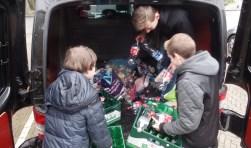 De jeugd van SVBV kwam volop in actie tijdens de inzameling. Foto: Jan Hendriksen.