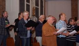 Het St. Michaelskoor tijdens een repetitie voor de jubileumviering. Foto: Frank Vinkenvleugel