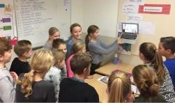 Leerlingen maken filmpjes over wat er allemaal gebeurt bij het maken van een webshop. Foto: PR