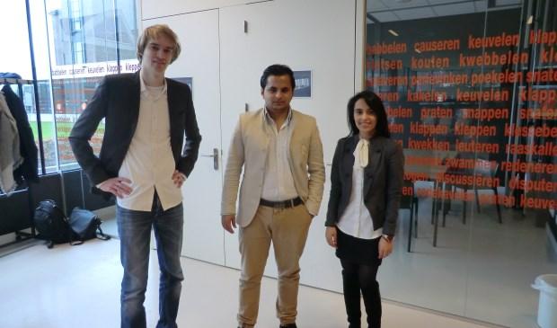 Studenten Koen Oosterhek, Najib Zamani en Tamana Sakhizada (vlnr). Foto: Walter Hobelman