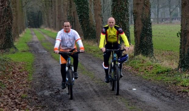Organisatoren van de Benefietstocht voor Alpe d'HuZes zijn Arjan Gussinklo en Dirk van Eerden. Foto: Karin Stronks