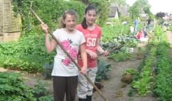 Verbouw met een vriend of vriendin groente in je eigen tuin. Foto: PR