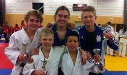 Armel, coach Martine, Jip (achter) en Viggo en Capu (voor). Foto: PR