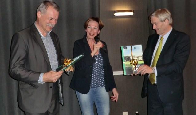 Peter van der Wardt, Els  Bakker en Steven de Vreeze bij de presentatie van het stadsplan. Foto: Walter Hobelman