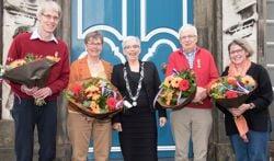 De Zutphense gedecoreerden Jonno van der Werf, Gerrie Willemsen-Heuvelink, Gerard van der Brug en Heleen Buijs-de Later met in het midden waarnemend burgemeester Carry Abbenhues. Foto: Willem Feith.