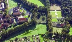 Kasteel Huis Bergh met kasteeltuin, gezien vanuit de lucht. Foto: PR