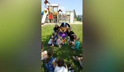 Funnie op bezoek bij Winterswijkse kinderen. Foto: PR