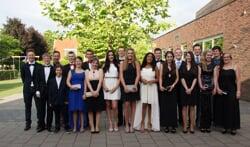 De groep eindexamenkandidaten, juist voor het gala. Foto: Frank Vinkenvleugel