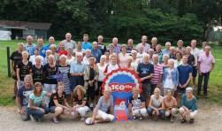 De aanwezige vierdaagselopers uit Aalten gingen samen op de foto. Foto: Frank Vinkenvleugel