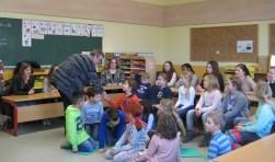 Eerder dit jaar verzorgden studenten van het Graafschap College lessen voor Duitse en Nederlandse kinderen.  Foto: Bart Kraan