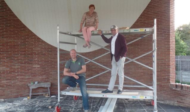 Pim van Zeeburg, Willemien Klein Geltink en Harry Jansen v.l.n.r.) die het kloppende hart van de Stichting Muziekkoepel Vorden vormen. Foto: Jan Hendriksen.