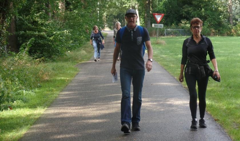 De deelnemers aan de Landgoederen-Kastelenwandeltocht in Vorden kwamen ook van ver buiten de regio. Foto: Jan Hendriksen.