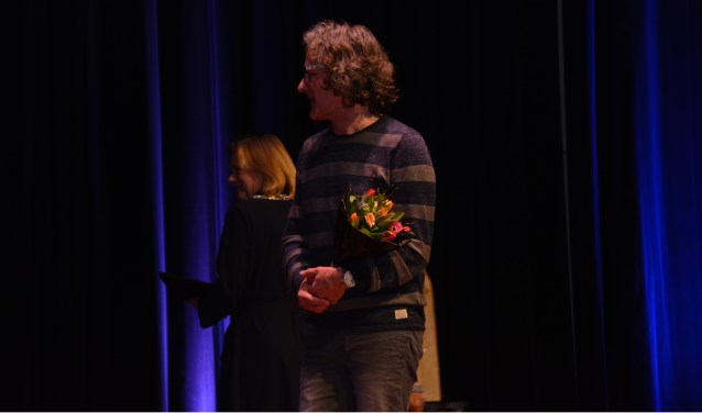 Een overdonderende Mas Papo na de felicitatie van burgemeester Vermeulen. Foto: Henk Loman  © Achterhoek Nieuws b.v.