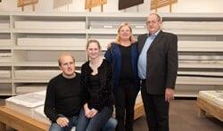 De familie Demmers runt al meer dan dertig jaar de gelijknamige slaapkamerspeciaalzaak. Foto: Willem Feith