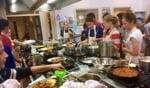 Totaal 22 leerlingen met twaalfverschillende achtergronden kookten samen gerechten. Foto: PR