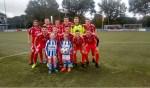 DZSV, deze keer in het rood vanwege de clubkleuren van tegenstander Blauw Wit,  met de pupillen van de week. Foto: PR
