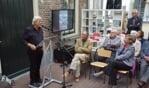 Klaus Cordes spreekt bij de opening van de tentoonstelling Collages van een catastrofe. Foto: Frank Vinkenvleugel