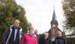 Van links af Jan Janssen, koperslager Thea Veerbeek, Bertie Bussink, Ricky Strauch, Marieke Bulsink, allen vrijwilligers kerkje De Rietstap. Foto: Frank Vinkenvleugel