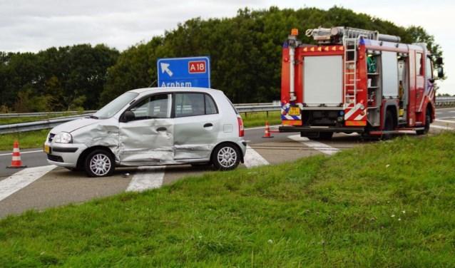 Er was behoorlijke blikschade na het ongeval op de oprit A18 bij de Europaweg. Foto: News United/112Achterhoek-Nieuws
