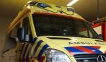 De ambulance rijdt vanuit de brandweerkazerne in Dinxperlo. Foto: Frank Vinkenvleugel