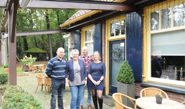 Wendy en haar familie bij restaurant 't Welink. Foto: PR