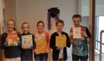 Van de vijf finalisten werd Matthijs van Zuilekom (r) als voorleeskampioen gekozen. Foto: PR