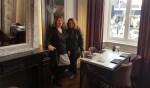 Lidy Vos (links) en Nicole Pothof in zaal Spinola van Frederik Hendrik. Foto: PR