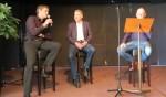 RKZVC-voorzitter Johnny Cuppers en Longa '30-voorzitter Marcel Eekelder worden ondervraagd door Theo Hulshof. Foto: Theo Huijskes