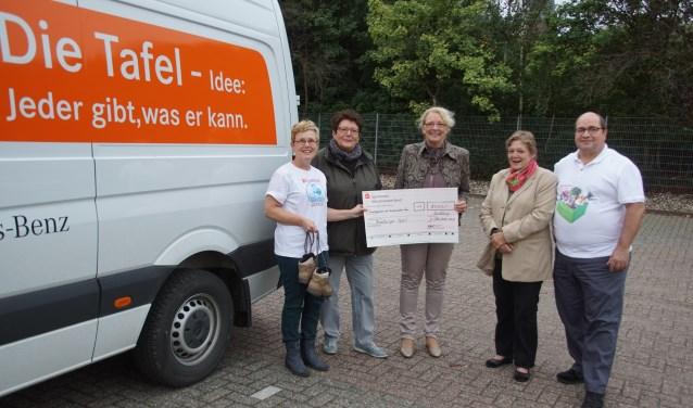 Ria Rensen, Renate Brand, Christa Janßen, Anne Spieß en André ter Beek. Foto: Frank Vinkenvleugel
