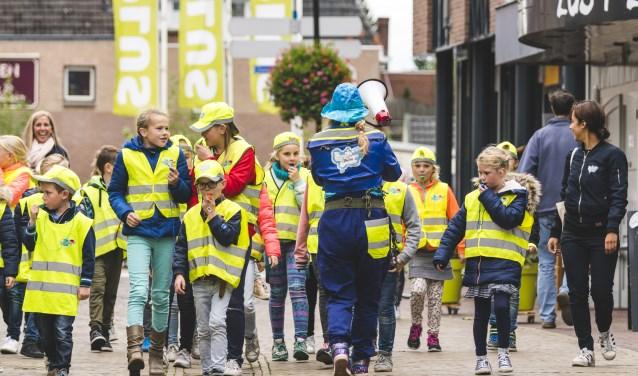 De Winterswijkse Beestenbenders op weg naar de Markt. Foto: Jorg Foto & Video