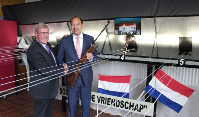Baancommissaris Willy Gunsing en burgemeester Peter de Baat(r). Foto: Marlous Velthausz