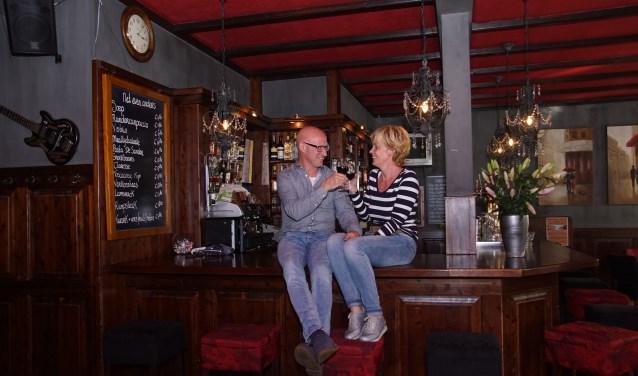 Miranda en Harrie Kleinhesseling toosten op de toekomst, zonder De Sander. Foto: Frank Vinkenvleugel