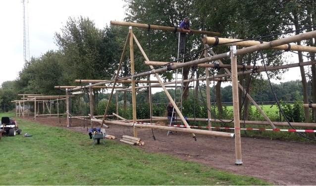 Vele vrijwilligers zijn betrokken bij de bouw van de hindernissen van Survivalrunners D'ran. Foto: PR
