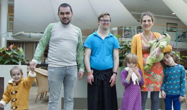Jelle Loeters (33) en zijn zorggezin in Burgers van Diem. Foto: Susan Wiendels