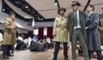 Fotobijschrift: In Catch me if you can zit de FBI achter meesteroplichter Frank Abagnale Junior aan. Bart Mekking (midden) speelt een van de agenten. Foto: Sanne Wevers
