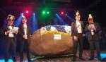 De Lichtenvoordse kei op het podium bij de Knunnekes. Foto: Henri Walterbos