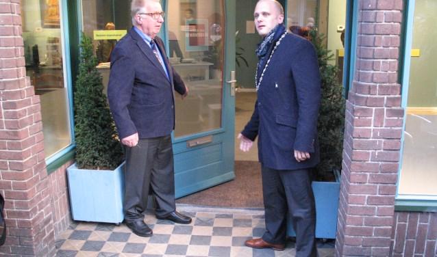Joop Bilderbeek en burgemeester Bengevoord hebben de deur van het museum officieel geopend. Foto: Bernhard Harfsterkamp