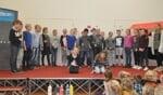 De wens van leerlingen, ouders en team van Daltonschool i.o. Willibrordus, een podium voor de optredens, was niet meegenomen in de bouw van de nieuwe school. Foto: PR.