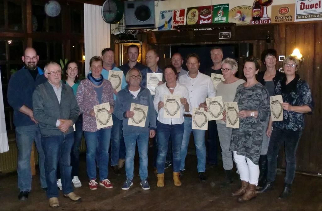 De beginnende imkers kregen hun diploma uitgereikt. Foto: PR