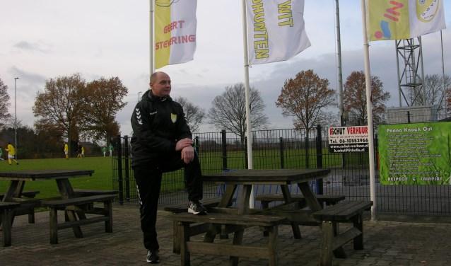 Hoofdcoach Edwin Grotenhuis op Sportpark De Buitenham. Foto: John van der Kamp