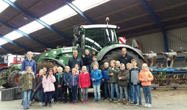 De leerlingen van De Borckeshof op bezoek bij Van Hal in Voorst. Foto: PR