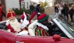 Sinterklaas maakte een tochtje in een cabrio. Foto: Rob Weeber