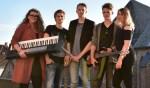 Band 'The Week': Emma van Wijngaarden (toetsen), Stan de Groote (electrische gitaar),  Len Harmsen (drum), Boaz Kuizenga (basgitaar) en Carolina Brusse (zang)