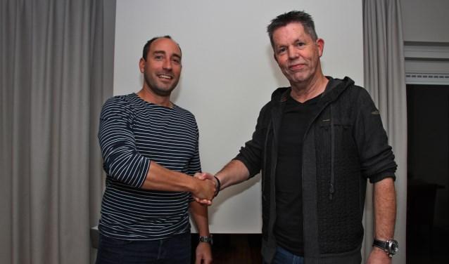 e83b9f2caebc Tom van der Weijden draagt voorzitterstaak over aan Klaas Leutscher. Foto   Liesbeth Spaansen