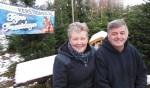 Jan en Hennie Ellmann tussen de hoogstpersoonlijk door hen opgekweekte kerstbomen. Foto: Eric Klop