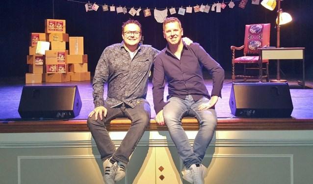 Joost en Martijn vlak voor hun optreden in 'De Kleine Willem' in Enschede.
