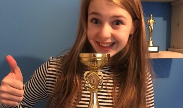 De 11-jarige Mila Kok uit Zutphen is de trotse winnaar geworden van het Cinekid filmfestival shorts. Foto: PR