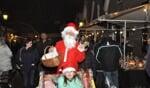 Ook de kerstman laat zich meestal even zien op de kerstmarkt in Bredevoort. Foto: PR